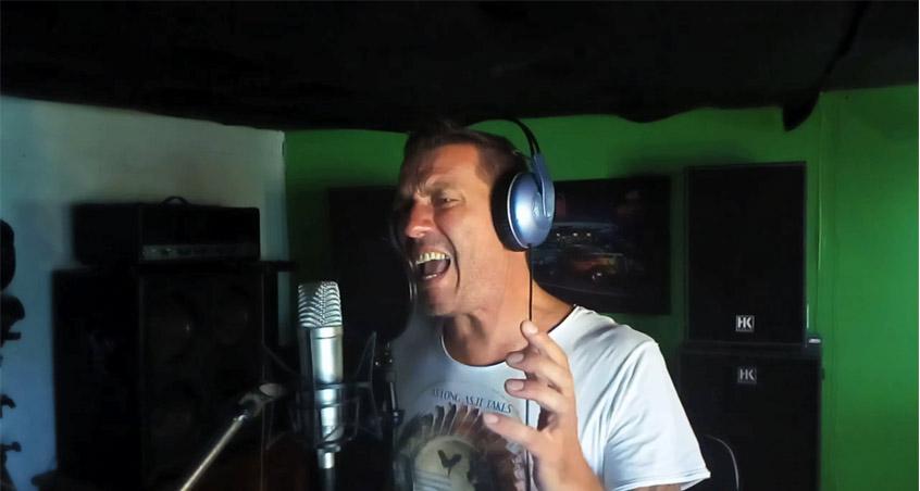 Reverend Hound-Sänger Wolfgang Gräbner im Tonstudio
