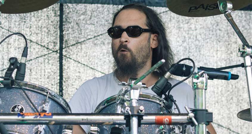 Der Drummer von Reverend Hound bei einem Auftritt auf dem BBOA