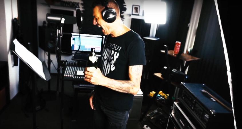 Reverend-Hound-Sänger Wolfgang in den Grotesque Studios